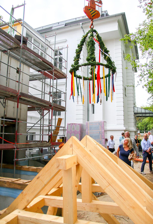 Deutscher Städte- und Gemeindebund in Berlin feiert Richtfest